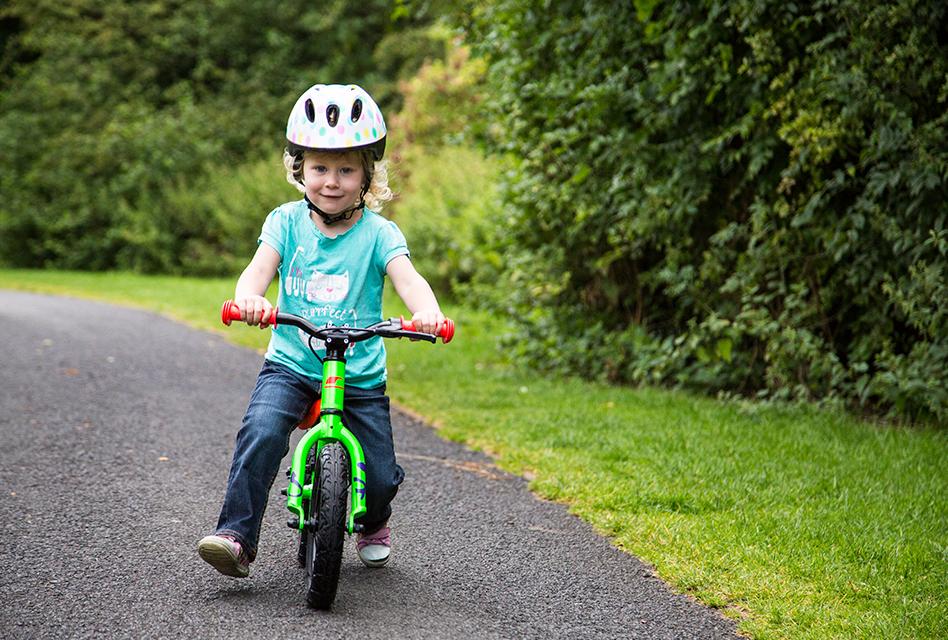 Balance bike ou Bicicleta de equilíbrio.