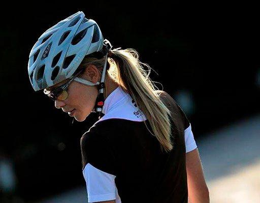 Vestuário de ciclismo para mulher.